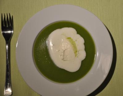 Brokolicremesuppe mit Sahnehäubchen