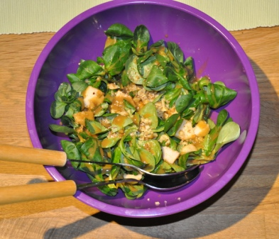 Feldsalat mit Apfel und Walnüssen